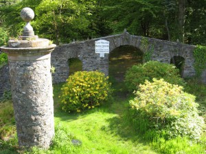 Entrance_to_the_Clan_MacNab_burial_ground,_Killin_-_geograph.org.uk_-_1330890